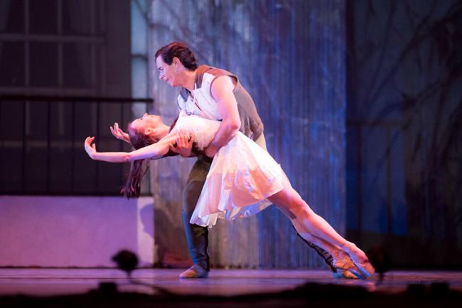 Ballet Cymru's Romeo and Juliet PICTURE: Sian Trenberth Photography