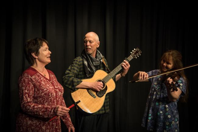 Folk trio Broadoak