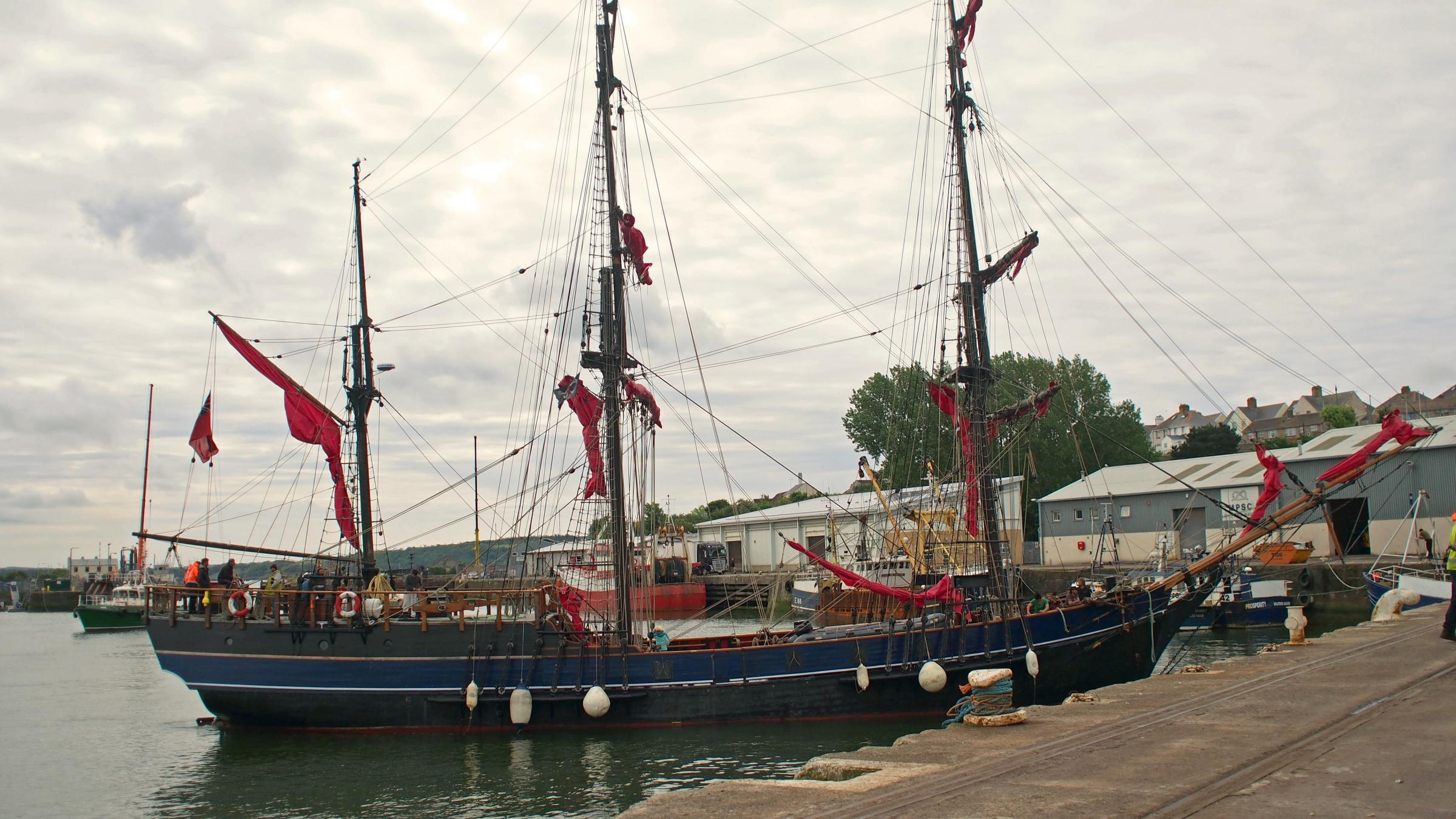 Movie tall ship sails into Haven for festival