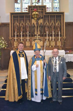 'FRIENDS' LAUNCH: Father Harri Williams, The Bishop of St Davids, The Mayor of Milford Haven. (7480577)