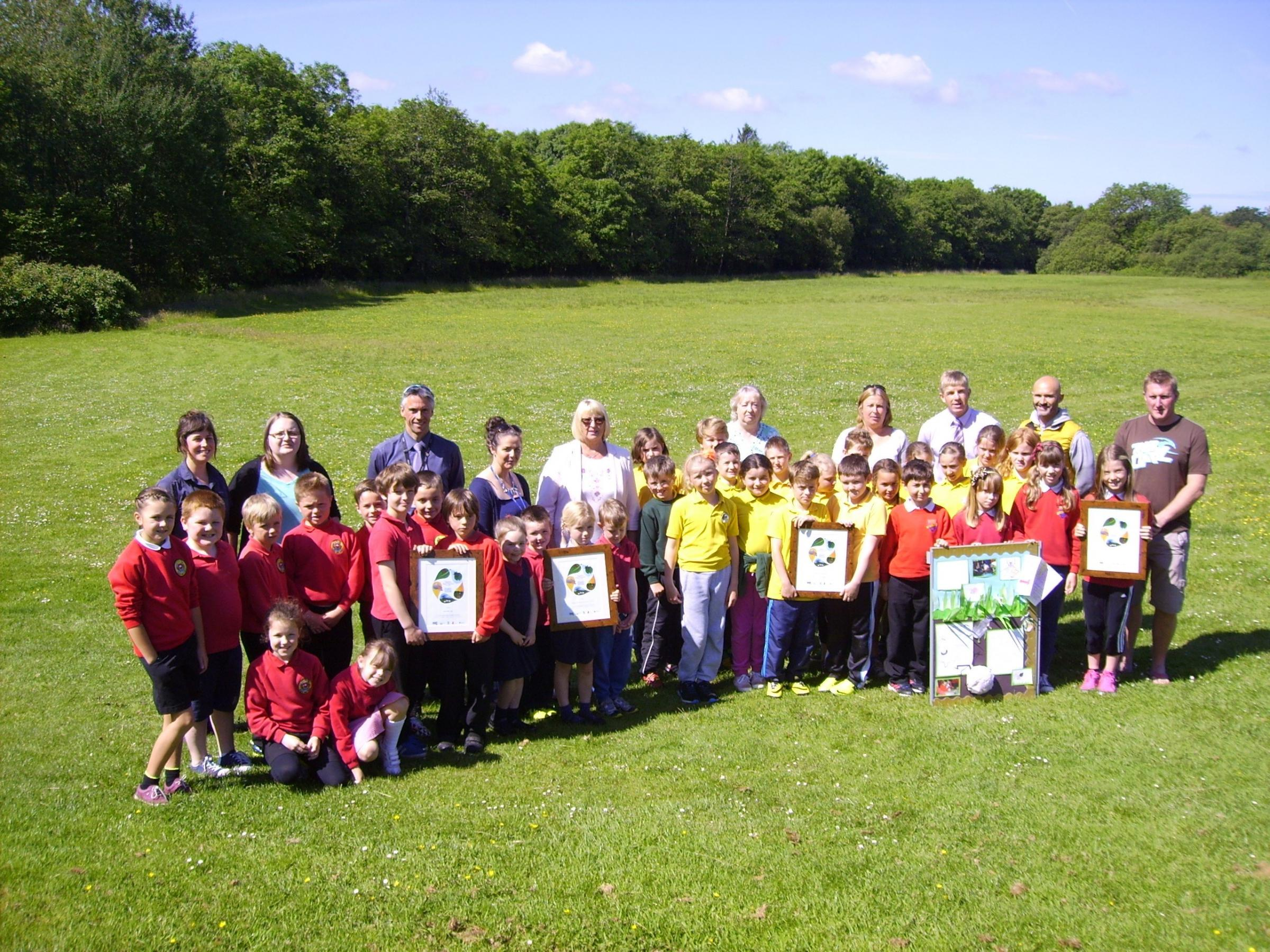 GREAT OUTDOORS: Five new Outdoor Schools proudly show off their certificates presented by Cllr Sue Perkins, Cabinet member for Education and Safeguarding (centre).   (7867924)