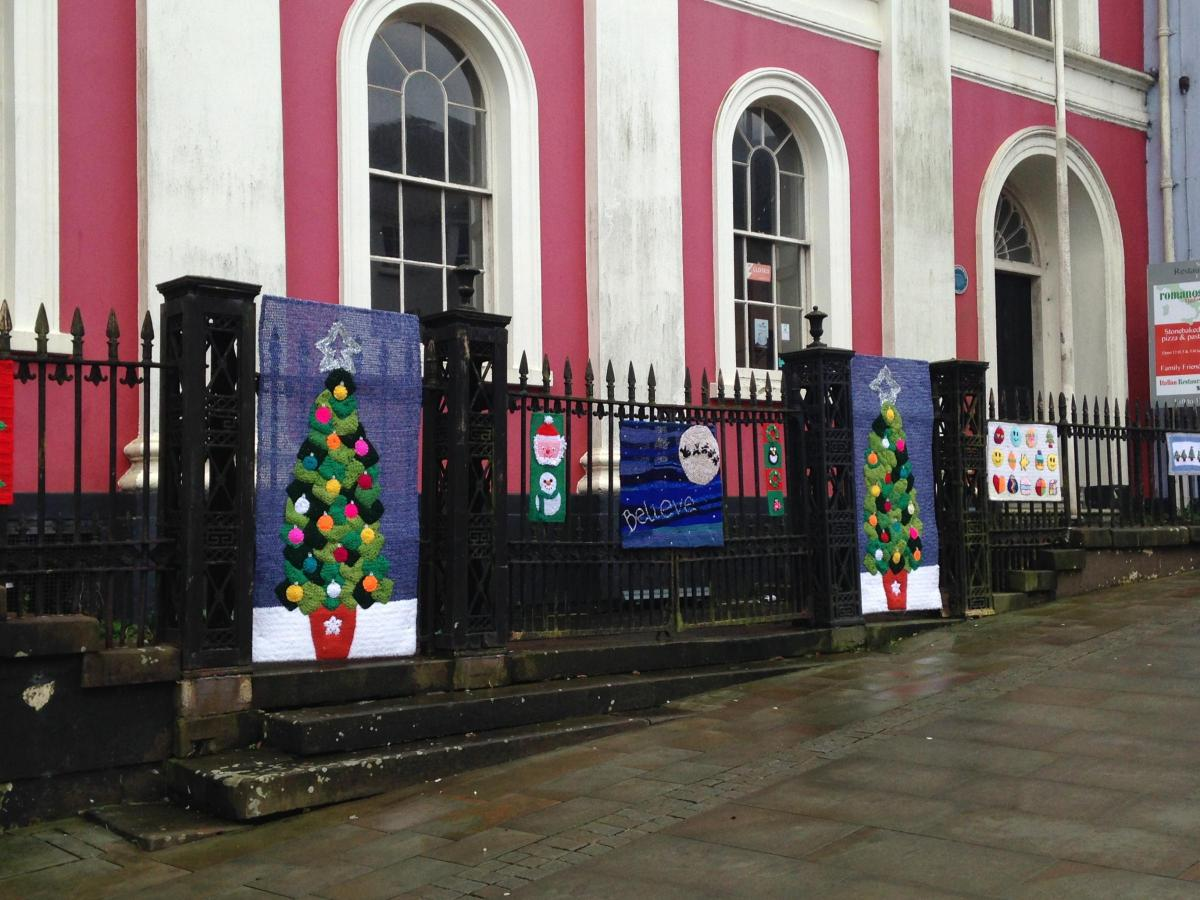 Christmas Yarn Bombing.Yarn Bombers Decorate Haverfordwest Town Centre With