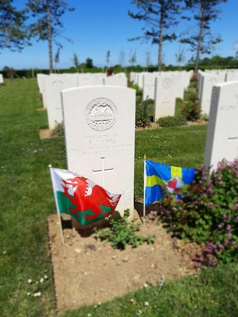 Milford Mercury: The Welsh flag and the Pembrokeshire flag at the grave of Frederick James Jones.